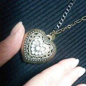 Jewelry - Brass toned heart pendant